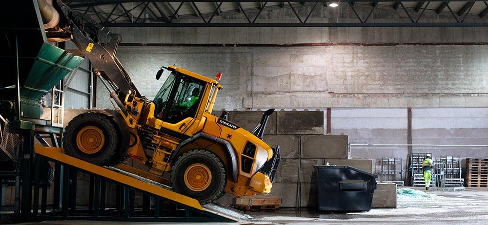 Norsk-Gjenvinning_avfallshåndtering_sikker-arbeidsplass_foto-Thomas-Ekstrøm_29925419426