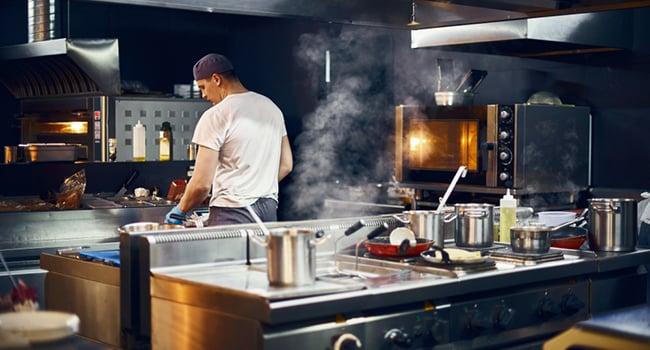 Norsk-Gjenvinning_tømming-av-fettutskiller-restaurant-og-spisesteder_shutterstock_1449910394