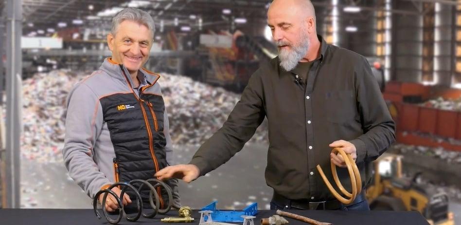 Morten Frøid og Trond Sørensen med nyttige tips om sortering hos Norsk Gjenvinning Metall.