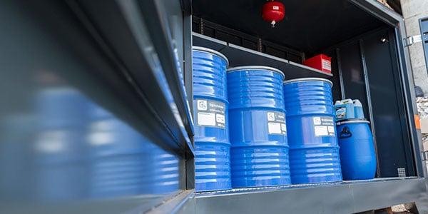 Hva innebærer sikker oppbevaring av farlig avfall?
