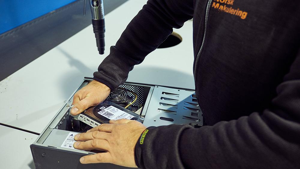Norsk Makulering_sletting av digitalt utstyr_kvern-046